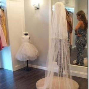Mali's Henderson Bridal Veil V7176c